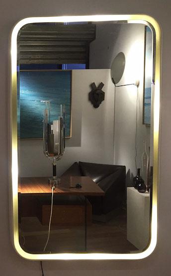 1_miroir_eclairant_resine_design_meublesetlumieres.jpg