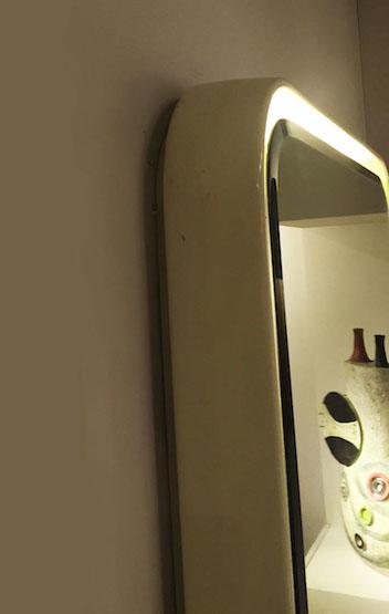 2_miroir_eclairant_resine_design_meublesetlumieres.jpg